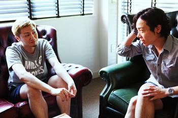 (左)デザイナー/アートディレクター 神馬理さん
