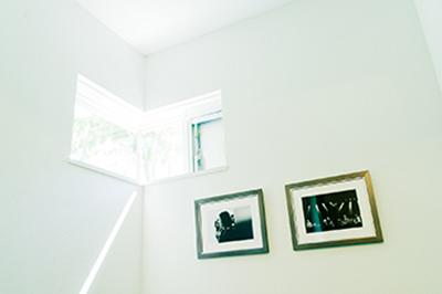 社内には井口さんが撮影した写真が飾られている