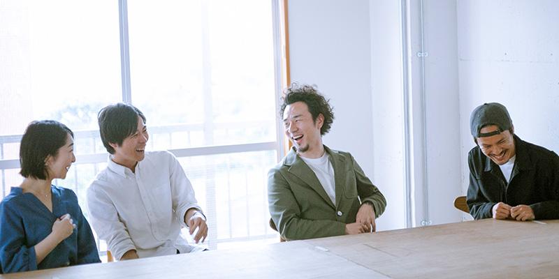 左から、編集&ディレクター藤田華子さん、CTO鈴木智さん、COO越後雅史さん、執行役員の兼子健一さん