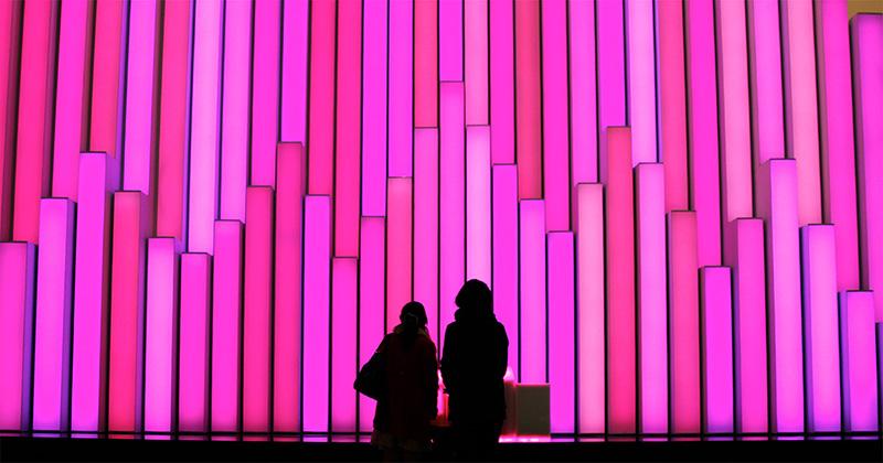 銀座 ソニービル 数寄屋橋に面した三角形のオープンスペース「ソニースクエア」での展示風景(画像提供:ソニー)