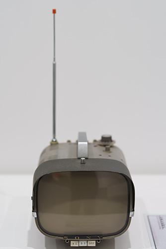 1960年にソニーが開発した1号機の8インチのポータブルテレビ ©Ginza Sony Park Project(画像提供:ソニー)