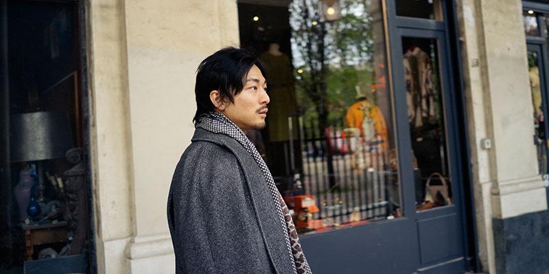 パリ市内にて。到着した年は大寒波で、震えながら屋外の無線LANでメールを送っていたという。