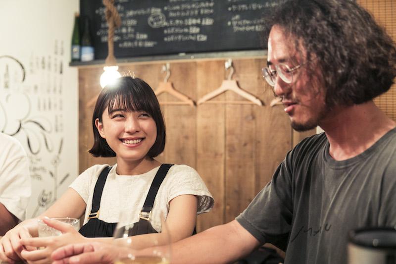 右:TISSUE PAPERS 桜井祐さん