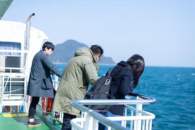 向かう先に見えるのが姫島