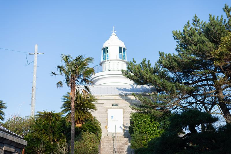 島の東端にある姫島灯台にも行きました。白くてかわいい建造物で、海の色によく映えます。