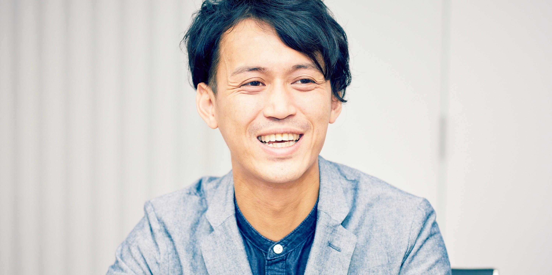 株式会社ケー・アンド・エル クリエイティブプランナーの藤井努さん。学生時代はフランスへ留学し、在学中に通訳の仕事も経験。前職はイベント会社でプロモーションを担当していたという