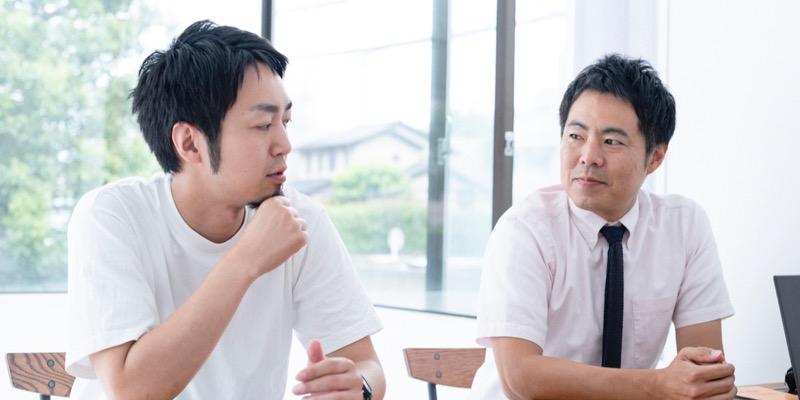 プロジェクトマネージャーの三輪翔平さん(写真左)とセールスマネージャーの永尾智憲さん(右)