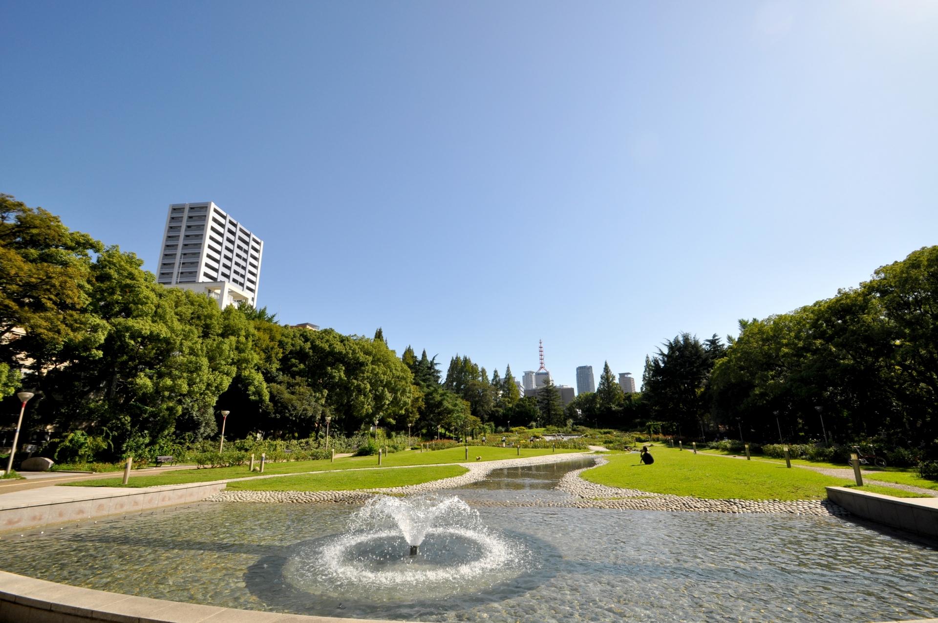 東西に細長い敷地を有するうつぼ公園(写真提供:photo AC)
