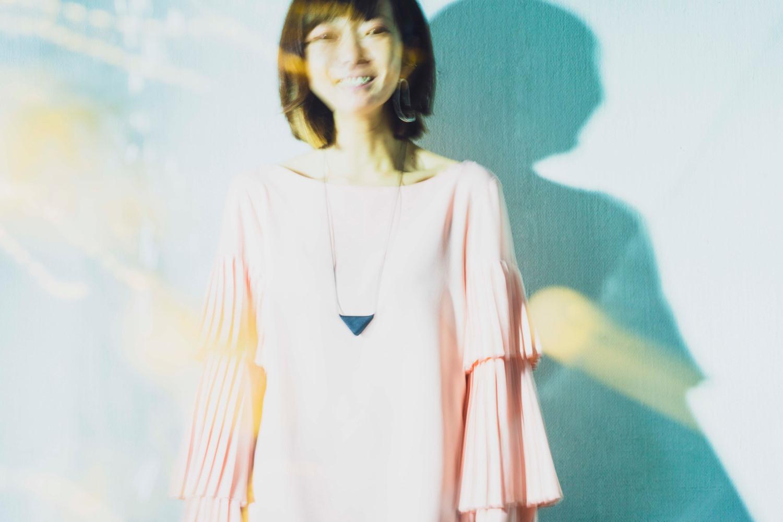 株式会社ドリッパーズ アートディレクター・デザイナー・フォトレタッチャーの田村 緒里絵さん。1984年生まれ、兵庫県神戸市出身。服飾専門学校でグラフィックデザインに興味を持ち、複数のデザイン会社でビジュアル制作に従事。2016年にドリッパーズの立ち上げに参画し現在に至る(画像提供:ドリッパーズ)