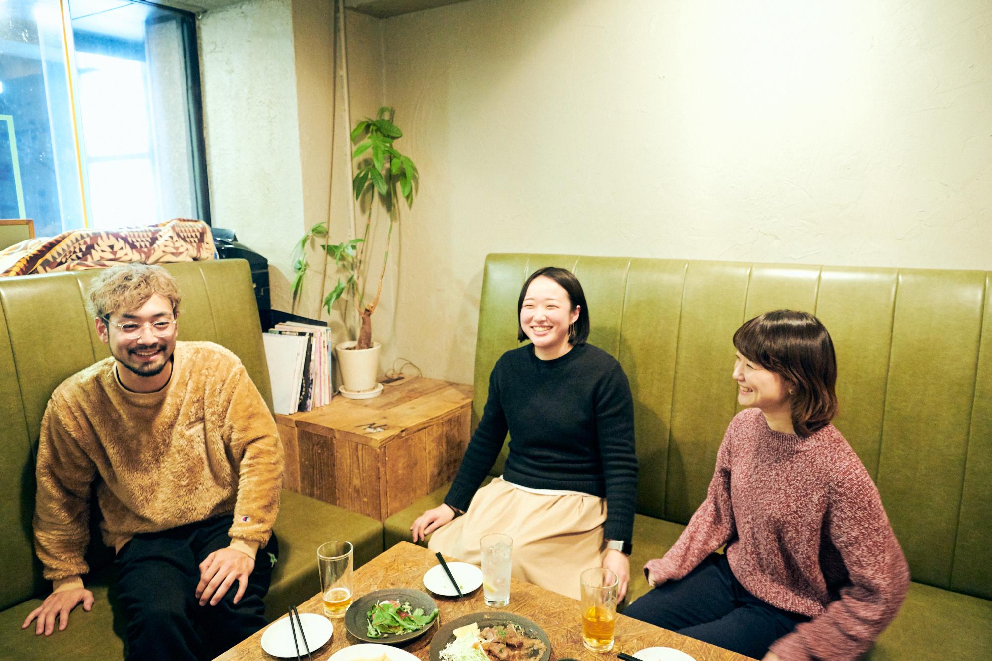 西村大気さん(左)、松竹奈央さん(中央)、丹治遥さん(右)