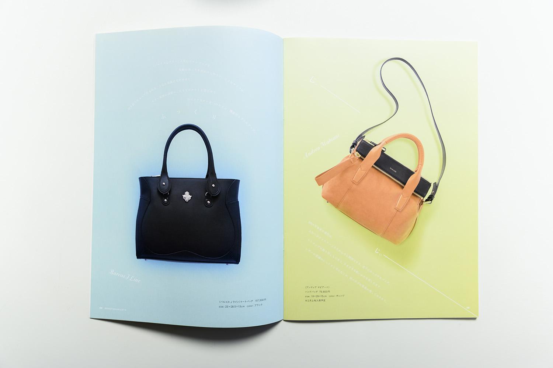 左ページのふっくらとした形のバッグには、ふっくらとした形でコピーを配置。右ページの2本のファスナーが特徴的なバッグには、「じぃー」というファスナーの開閉音を2行で配置した(© ISETAN MITSUKOSHI HOLDINGS)