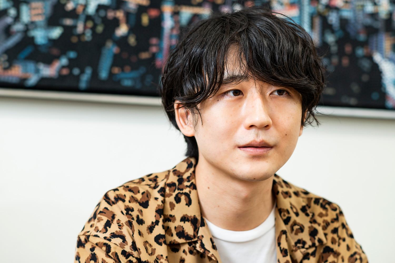 デザイナーの細谷眞斗さん。プライベートでは知人の会社のブランドイメージの構築や、イラスト・WEBサイト制作なども行う